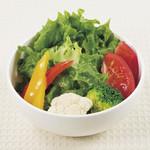 新宿中村屋インドカリーの店 - 彩り野菜のサラダ