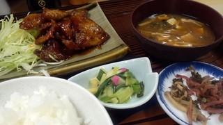 自由軒 - キモ定食 700円くらい