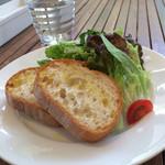 ザ・コンランショップカフェ - バケット&サラダ