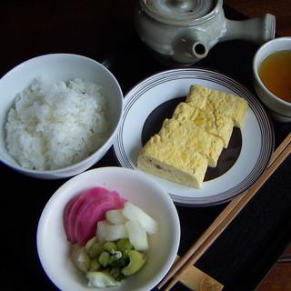 日本茶カフェ一日 - 料理写真:【お茶漬けをどうぞ】¥830 おいしいご飯に出し巻き卵にお漬物