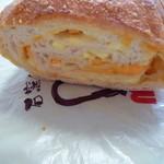 26225760 - たっぷりチーズフランス ハーフ 330円