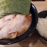 せい家 - 料理写真:のりチャーシューメン(味濃め、麺堅め)、半ライス