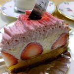 プレヴェール - いちごのケーキ('14.04月)