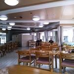 レストラン あゆみ - 広々、ゆったりした店内。