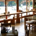 木つつ木茶屋 - ガラス張り 開放感抜群