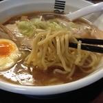 烈火 本店 - 四種の魚介醤油らーめん(750円)麺リフト