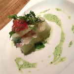 ランチコース(2,160円)の前菜「ホワイトアスパラとグリーンアスパラのテリーヌ 薫製にかけた帆立貝を添えて」2014年4月2014年4月