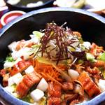 串焼き・魚 新宿宮川 - ランチ:鰻と穴子のひつまぶし風石焼1000円