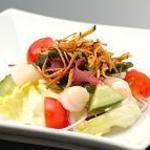華樹 - 料理写真:〈きまぐれサラダ〉どんなサラダが出てくるか・・・お楽しみ