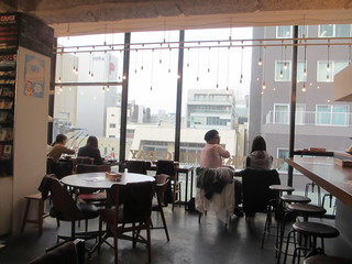 コーデュロイカフェ - 明るい店内