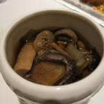 カントニーズ 燕 ケン タカセ - 佛跳牆 ベジタリアンスタイルのスープ
