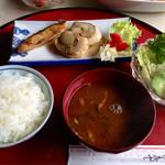 モリタ - ホタテとサケのマーガリン焼き定食 650円 (2014.04現在)
