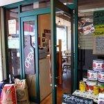 大衆イタリア食堂 アレグロ 塚口駅前店 - お店の入口です。OPENって書いてあるボトルがいい感じですね。