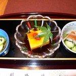 加賀屋 金沢店 - 左から生順才(じゅんさい) 蛇の目白瓜とうもろこし豆腐とくこの実 鰻ざくです。