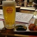 うさぎや - オリオンドラフト ジョッキ生 ¥457(税別)くらい / 突き出し(ピリ辛キュウリ、肉だんご)