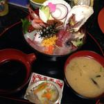 新鮮処 魚里 - びっくり海鮮丼 1380円