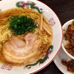 中華そば まるしょう - まるしょうセット ・中華そば ・こぼれチャーシューそぼろ丼(小)