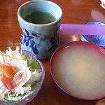 誠寿司 - サラダとお味噌汁