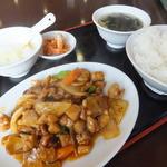 栄華楼 - 若鶏肉とカシューナッツの炒め 650円