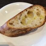 トラットリアエートラ - モチモチしててパンの甘さがある美味しいバケットでした☆