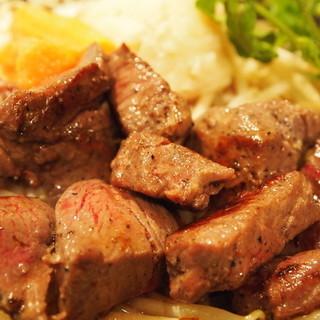上質な肉料理を驚愕のコスパで!