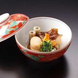 目にも美しい料理こそ加賀料理の真髄ともいえます