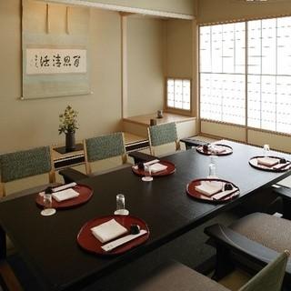 和室・洋室の完全個室を完備。大切なお席にお寛ぎいただけます。