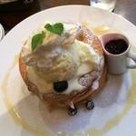 Kafeandobukkusubiburioteku - 『ブルーベリーとマスカルポーネクリームのパンケーキ』             単品      1,280円             ドリンクセット 1,780円