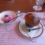 26305251 - ツボ焼きスープとサラダ。ポテトをピンクで色付け。