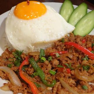 ランチは自慢の【ガパオライス】をはじめ絶品タイ料理をご用意☆