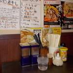 麺や ゼットン - 麺や ゼットン 調味料 またぼけてる (ノω・、)