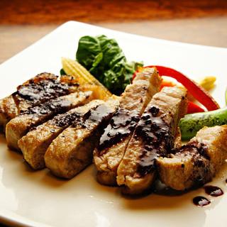 バーニャカウダなどイタリアン料理をディナーから深夜までご用意
