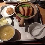 エベレストMOMO - 201404 エベレスト ★日替り(980円)★豚角煮土鍋ご飯 豚まん付き