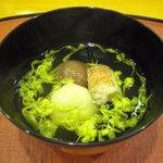 千松しま - 目抜け、粟餅、梅、菊花の椀。