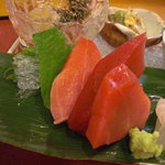 千松しま - 塩竃ひがしもの鮪の赤身、中トロ、トロと敢えて漁師風に厚切りで…