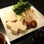 祇園はじめ - あつあつ鍋、京豆腐の湯豆腐!一人前1500円(写真は二人前です)