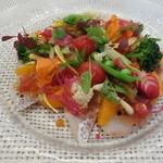 ビストロ ダイア - 桜鯛のカルパッチョ・サラダ。せとか(みかん)との組み合わせが堪りません