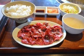 醍醐 お台場・デックス東京ビーチ店 - ロース定食 (ライス、スープ、サラダ、カクテキつき) 980円。