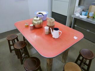 元祖長浜屋 - テーブル席のみです♪