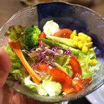 風来坊 - 生野菜サラダ。