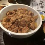 英 - 名物!!黒毛和牛の 牛すじ煮こみ丼 500円