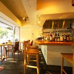 HongKong Style Cafe&Bar 白 - 内装1