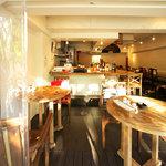 HongKong Style Cafe&Bar 白 - 内装3
