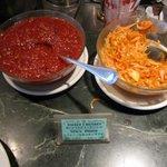 マハラジャ - 「甘いトマトチャツネ」と「オニオンサラダ」も食べ放題。