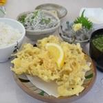 鱗亭 - 2013/5 しらす定食 1575円。