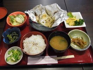 おりおん - 本日のランチ(1200円)。魚か肉を選べ、ご飯と味噌汁はお代わり可です