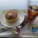 MUSEUM CAFE CARS & BOOKS - ふんわりパンケーキセット 400円