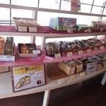 谷常 - 巷では有名な谷常の食パンも販売されいています
