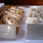 ヘルシーハウスやさい畑 - コーボパンとホワイトボール(各¥100)