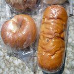 ヘルシーハウスやさい畑 - ベーグル(¥130)とぶどうパン(¥160)